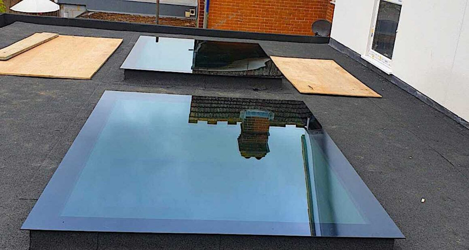 Frameless flat skylight 21